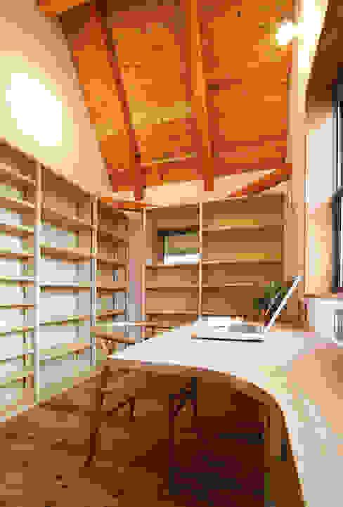 大容量の本棚のある書斎 モダンデザインの 書斎 の 遠藤浩建築設計事務所 H,ENDOH ARCHTECT & ASSOCIATES モダン