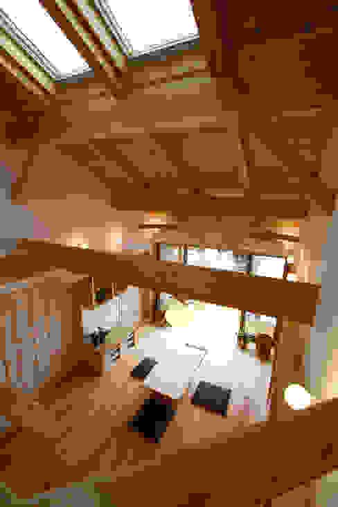 ロフトからリビングの見下ろし カントリーデザインの リビング の 遠藤浩建築設計事務所 H,ENDOH ARCHTECT & ASSOCIATES カントリー