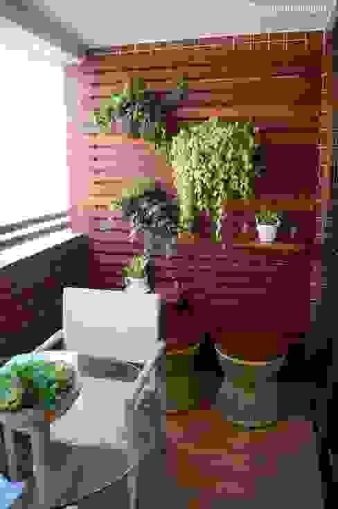 Modern balcony, veranda & terrace by Ju Nejaim Arquitetura Modern