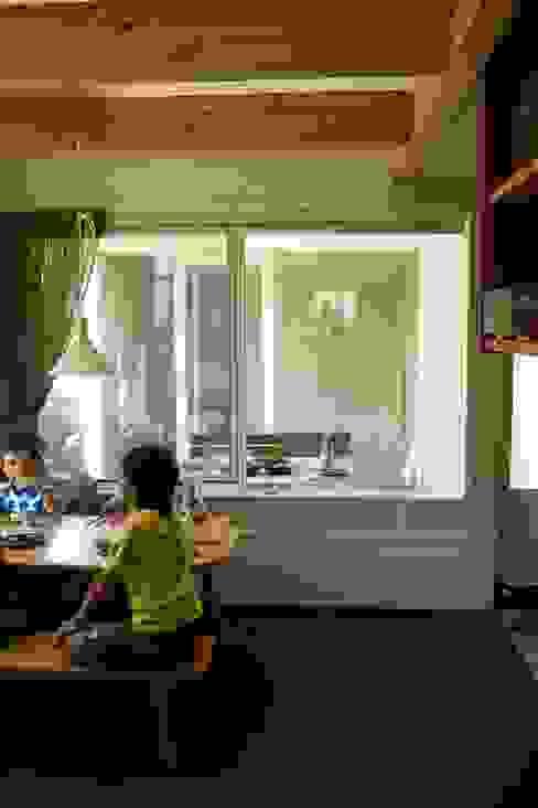 9坪ハウス+α: nido architects 古松原敦志一級建築士事務所が手掛けたダイニングです。,北欧