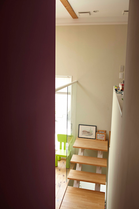 9坪ハウス+α: nido architects 古松原敦志一級建築士事務所が手掛けた廊下 & 玄関です。,北欧