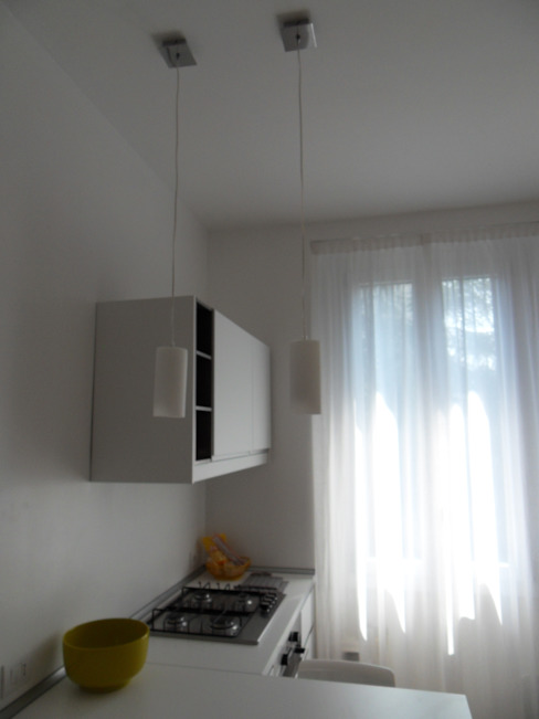 Salones minimalistas de gk architetti (Carlo Andrea Gorelli+Keiko Kondo) Minimalista