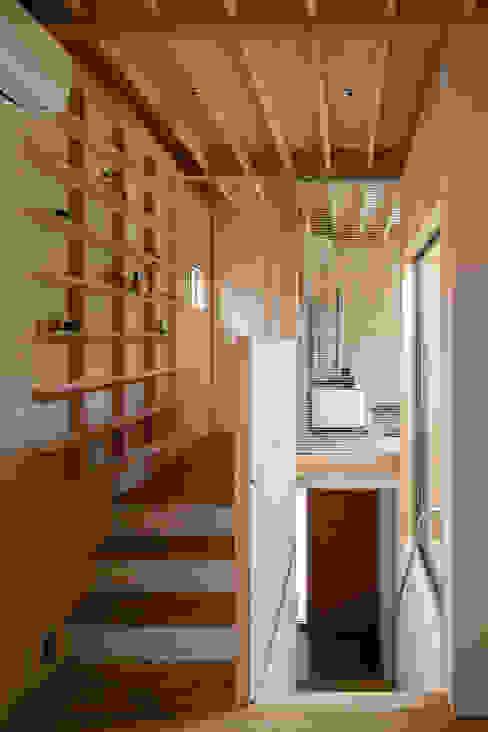 Moderner Flur, Diele & Treppenhaus von 株式会社リオタデザイン Modern