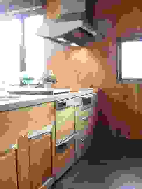 リフォーム後 アメリカンチェリー材キッチン: 一枚板テーブルと無垢材家具・キッチンの祭り屋が手掛けた折衷的なです。,オリジナル