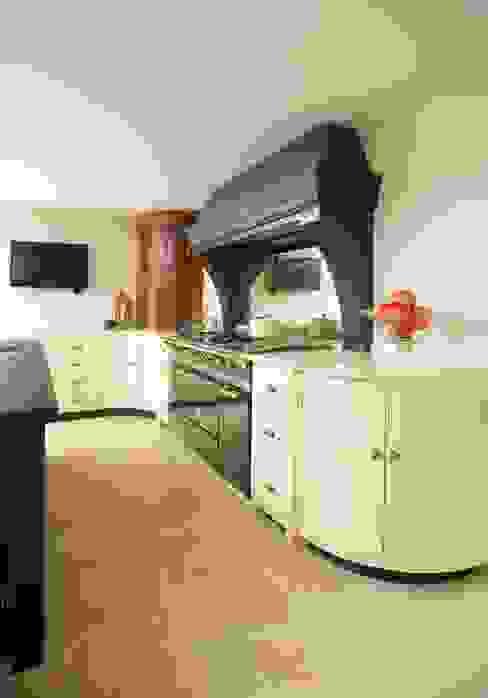 Felsted | Bespoke Navy and Off-White Classic Contemporary Kitchen Кухня в классическом стиле от Humphrey Munson Классический
