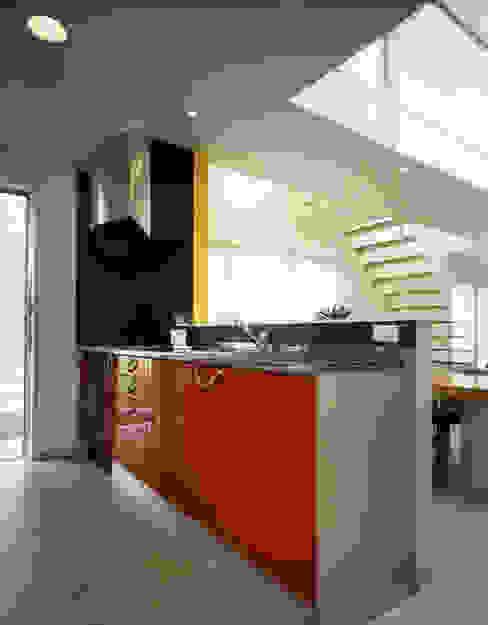 加藤將己/将建築設計事務所 KitchenCabinets & shelves