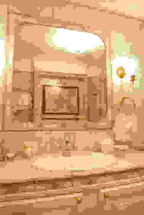 Цвета чайной розы Ванная в классическом стиле от D&T Architects Классический