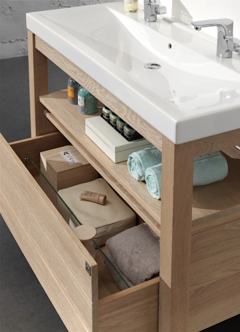 Keramik Waschtisch mit Vollholzunterschrank von F&F Floor and Furniture Landhaus