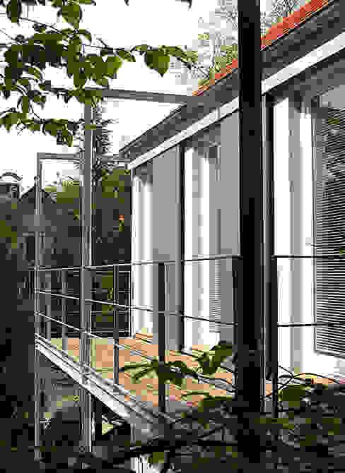 Matthias Bruder, Architekt Modern balcony, veranda & terrace
