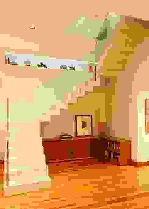 andre piva arquitetura Pasillos, vestíbulos y escaleras modernos