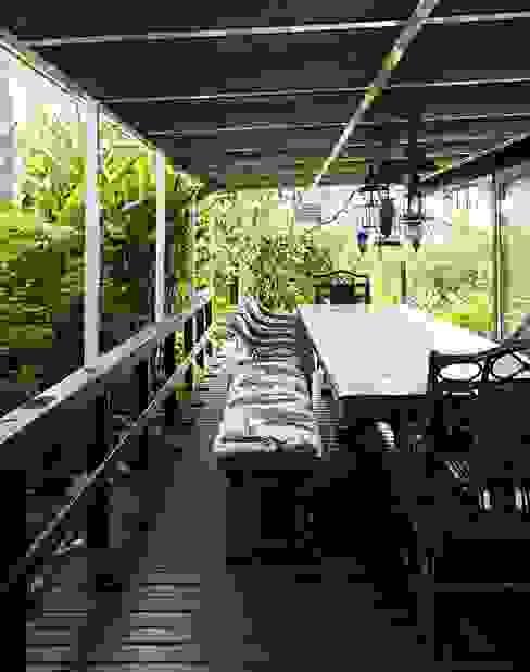 Varandas, alpendres e terraços tropicais por homify Tropical