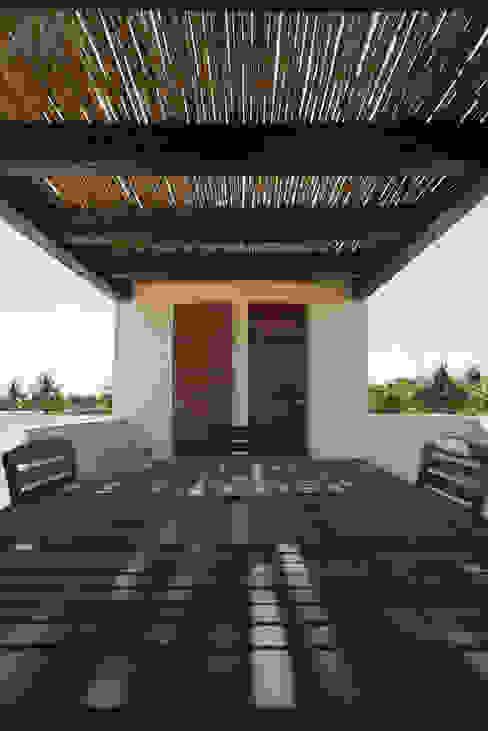 Modern terrace by Alberto Zavala Arquitectos Modern