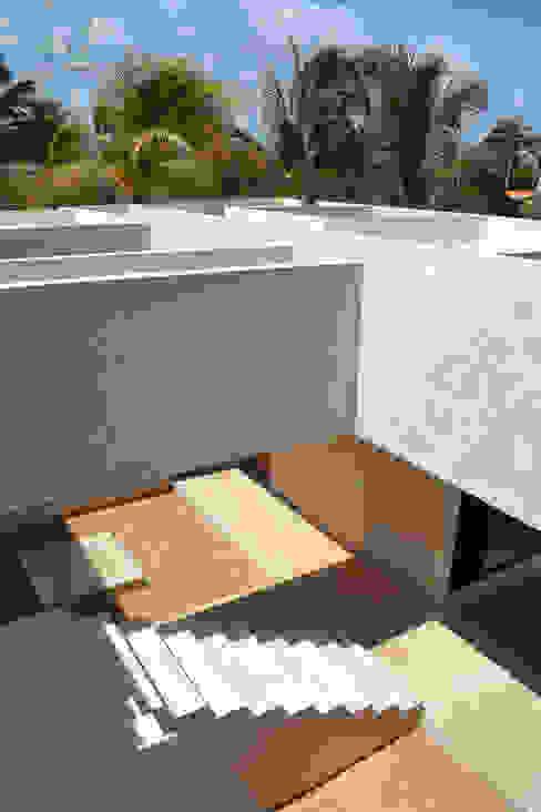 CASA MANGULICA: Terrazas de estilo  por Alberto Zavala Arquitectos, Moderno