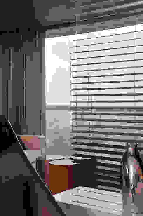 por Spinola+Carvalho Arquitetura Moderno