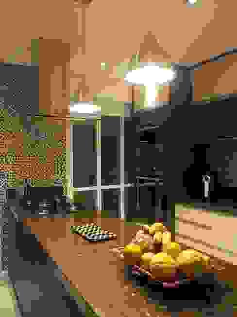 Moderne Küchen von Lúcia Vale Interiores Modern