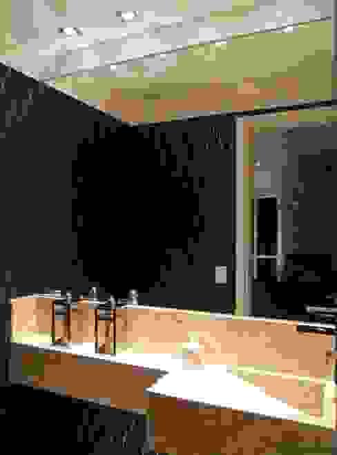 Baños de estilo  de Lúcia Vale Interiores, Moderno