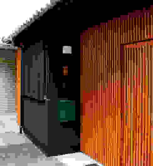 Casas clásicas de あお建築設計 Clásico Madera Acabado en madera