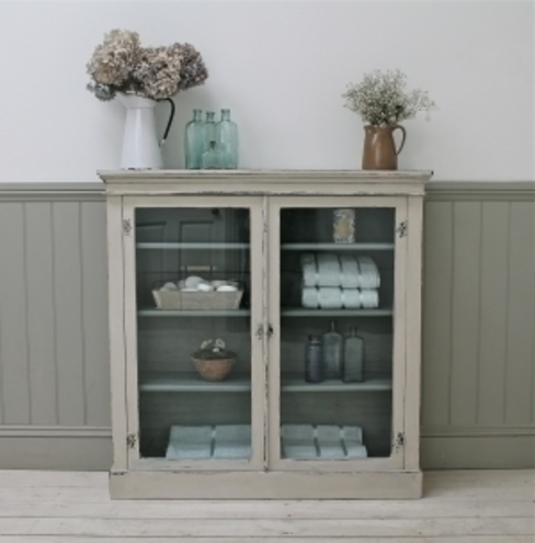 Distressed Glazed Cabinet por A Stylish Existence Rústico