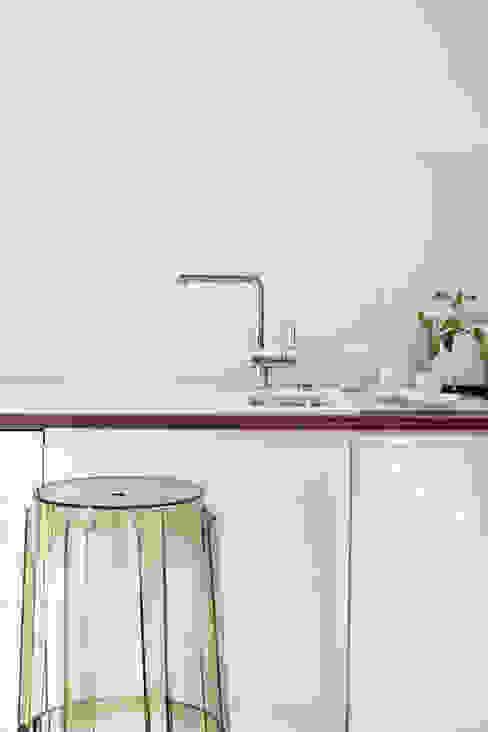 現代廚房設計點子、靈感&圖片 根據 Tarna Design Studio 現代風