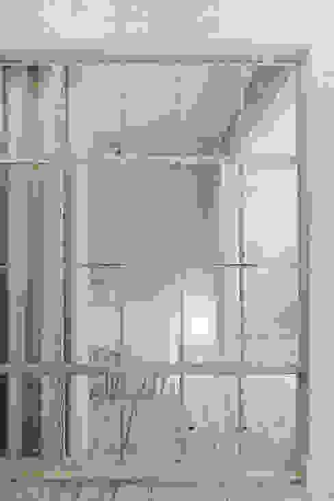 Eklektyczna sypialnia od Anton Medvedev Interiors Eklektyczny