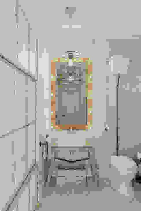 Casas de banho ecléticas por Anton Medvedev Interiors Eclético
