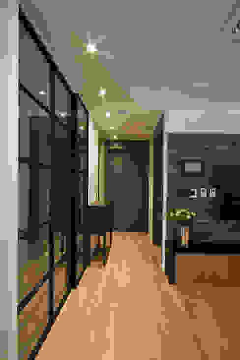 새아파트 분위기 바꿔주기 전주 서희스타힐스 아파트 : 디자인투플라이의  복도 & 현관,모던