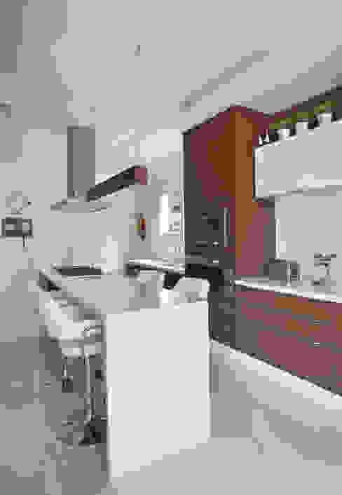 Carolina Mendonça Projetos de Arquitetura e Interiores LTDA Cucina moderna