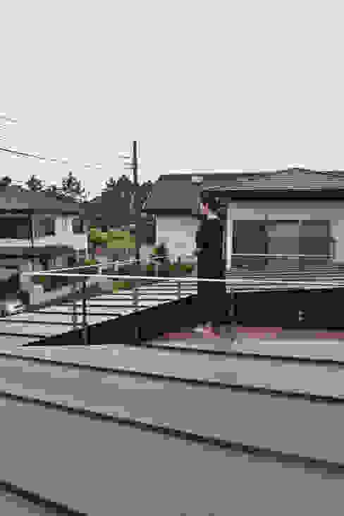 バルコニー: FURUKAWA DESIGN OFFICEが手掛けたテラス・ベランダです。,モダン
