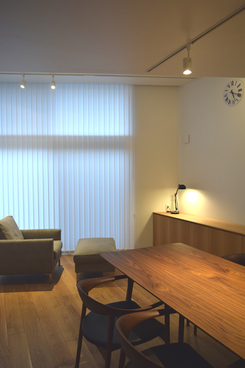 リビング: FURUKAWA DESIGN OFFICEが手掛けたリビングです。,モダン