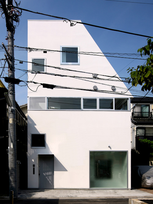 House at Komazawa por アトリエハコ建築設計事務所/atelier HAKO architects Moderno