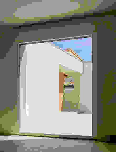 Vivienda unfamilir en Tormantos Salones de estilo moderno de Javier Lafita Moderno