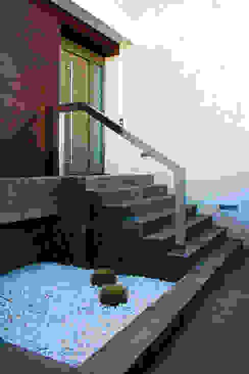 Pasillos y recibidores de estilo  por Chiralt Arquitectos , Minimalista