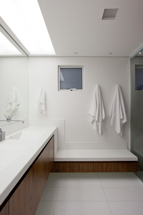 Bathroom by Meireles Pavan arquitetura, Minimalist