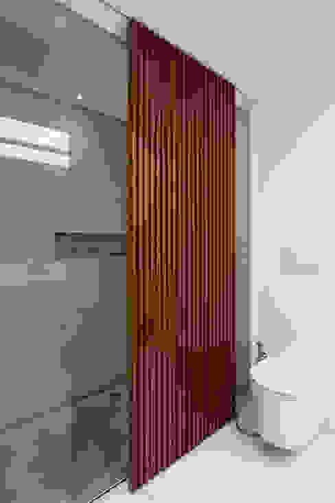 Ванные комнаты в . Автор – Meireles Pavan arquitetura, Минимализм