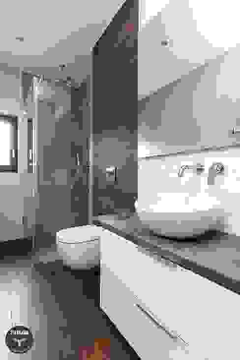 Scandinavian style bathroom by stabrawa.pl Scandinavian