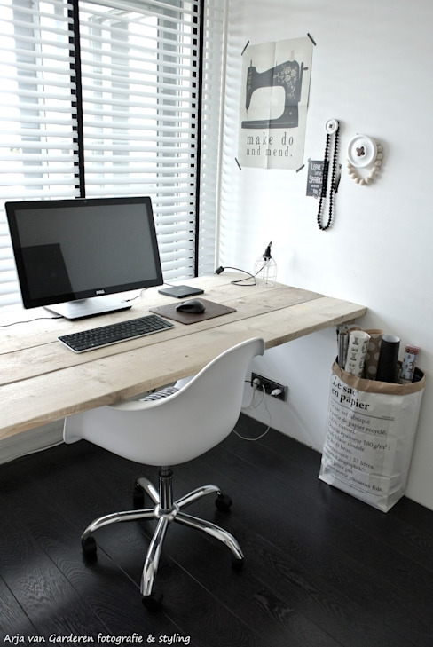 Scandinavian wodden desk por 99chairs Escandinavo