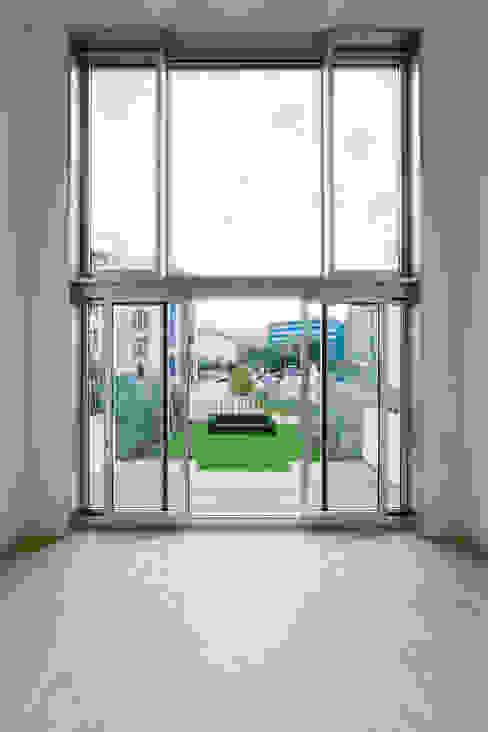 TOWNHOUSE P15 Moderne Wohnzimmer von Nalbach + Nalbach Gesellschaft von Architekten mbH Modern