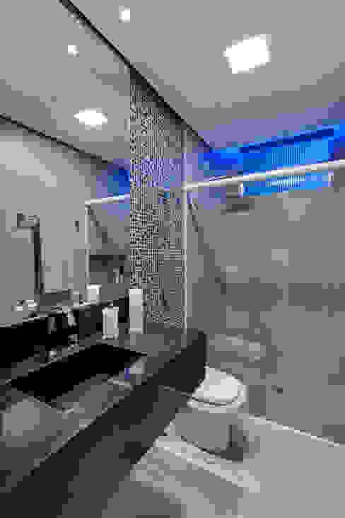 Banheiro Banheiros modernos por Guido Iluminação e Design Moderno