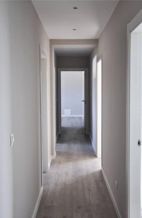 Corridor & hallway by Casas Cube, Modern
