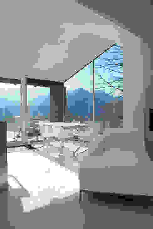 CASA IN VAL PELLICE Sala da pranzo moderna di Dario Castellino Architetto Moderno
