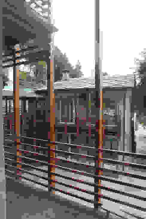 CASA IN VAL PELLICE Case moderne di Dario Castellino Architetto Moderno