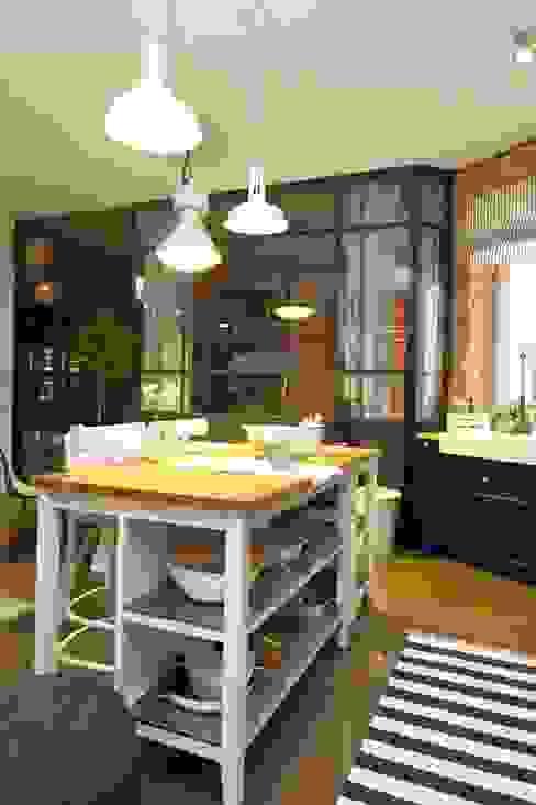 Cocinas industriales de livinghome wnętrza Katarzyna Sybilska Industrial