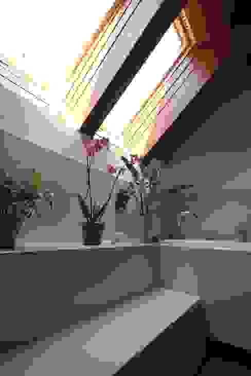 Dom pod Grodziskiem: styl , w kategorii  zaprojektowany przez ART-TU Pracownia Architektury,Wiejski