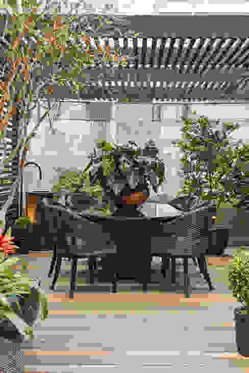 Modern Garden by Denise Barretto Arquitetura Modern