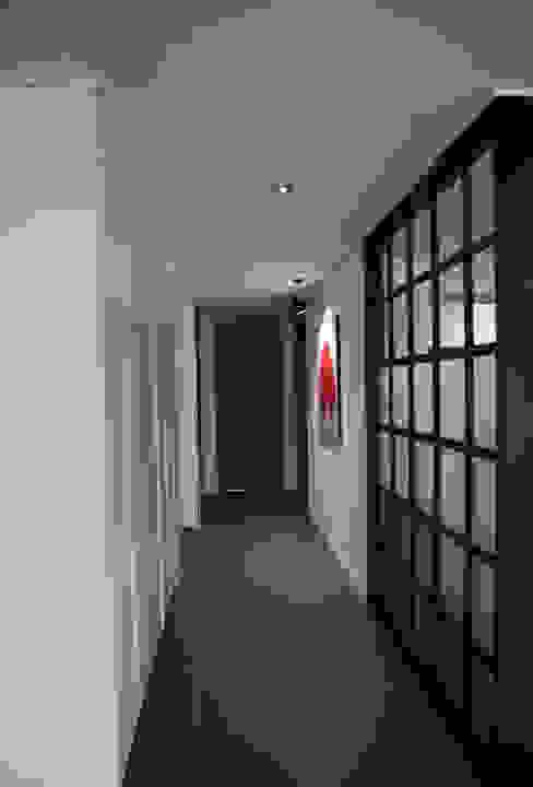 복도 (After): 1204디자인의 현대 ,모던