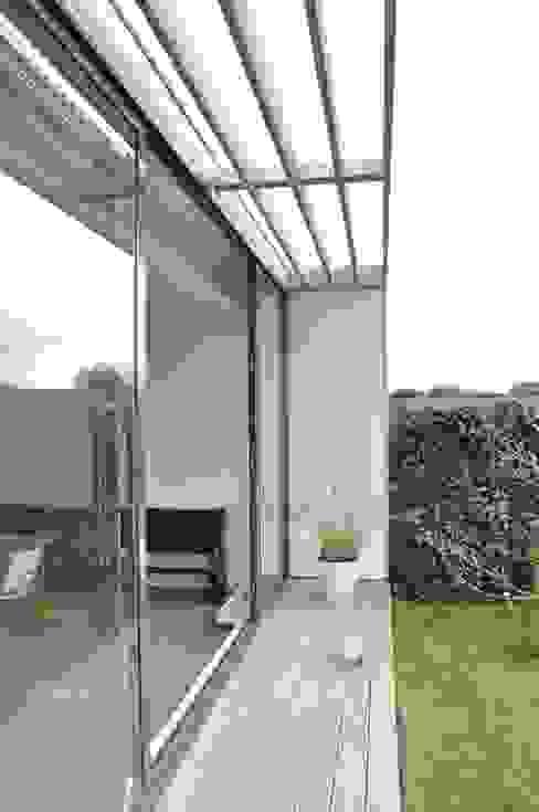 Terrasse von Nico Dekker Ontwerp & Bouwkunde, Modern