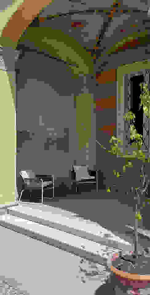 L'ingresso Odue Modena - Concept Store Balcone, Veranda & Terrazza in stile moderno