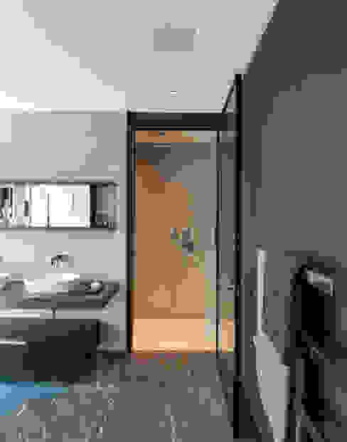 Roman House Penthouse The Manser Practice Architects + Designers Modern bathroom