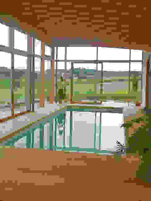 Indoor-Pool Moderne Pools von Moserarchitekten Modern