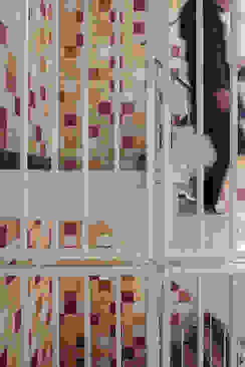 Pasillos, halls y escaleras minimalistas de Studio LS Minimalista